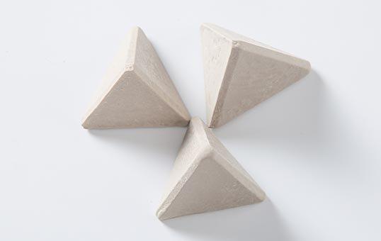 Finishing Media Tetrahedron