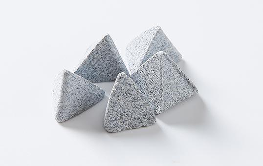 Ceramic media pyramid