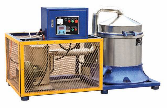Centrifugal spin dryer with hot blasting air