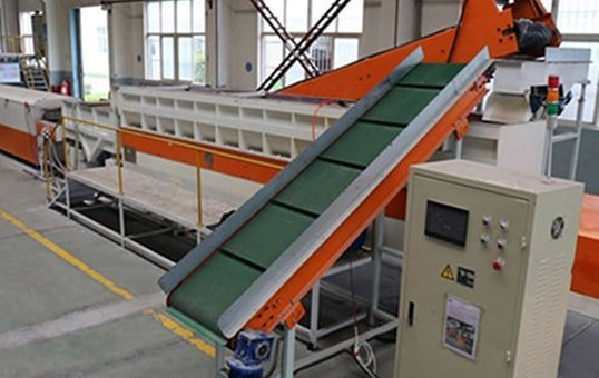 Linear Trough Vibratory finishing machine