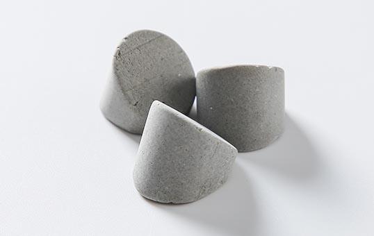 Ceramic media wedge