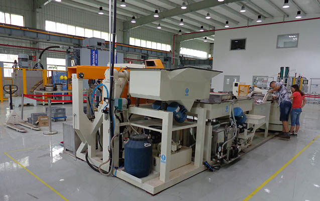 Centrifugal disc finishing machine automatic unloading single barrel