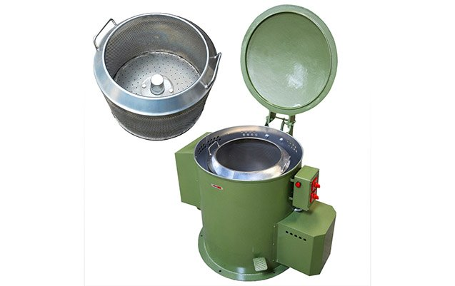 Economic centrifugal spin dryer for metal parts