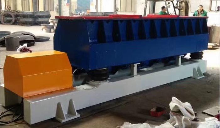 longitudinal vibratory finishing machine for long parts