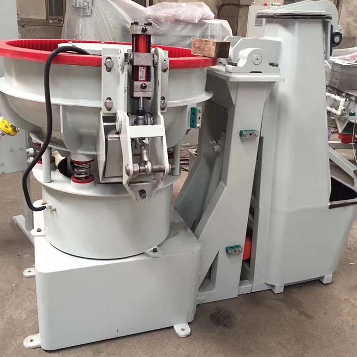 vibratory finishing machine with loading hopper